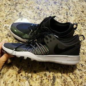 7cc5b4c0437f Nike Shoes - WOMENS NIKE FREE TR 7 METALLIC  922844-001